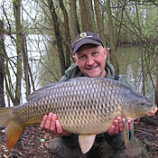 Ian Russell with a nice Common caught at Thorpe Lea Fishery.